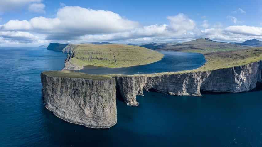 jezero Leitisvatn, Ferski otoki